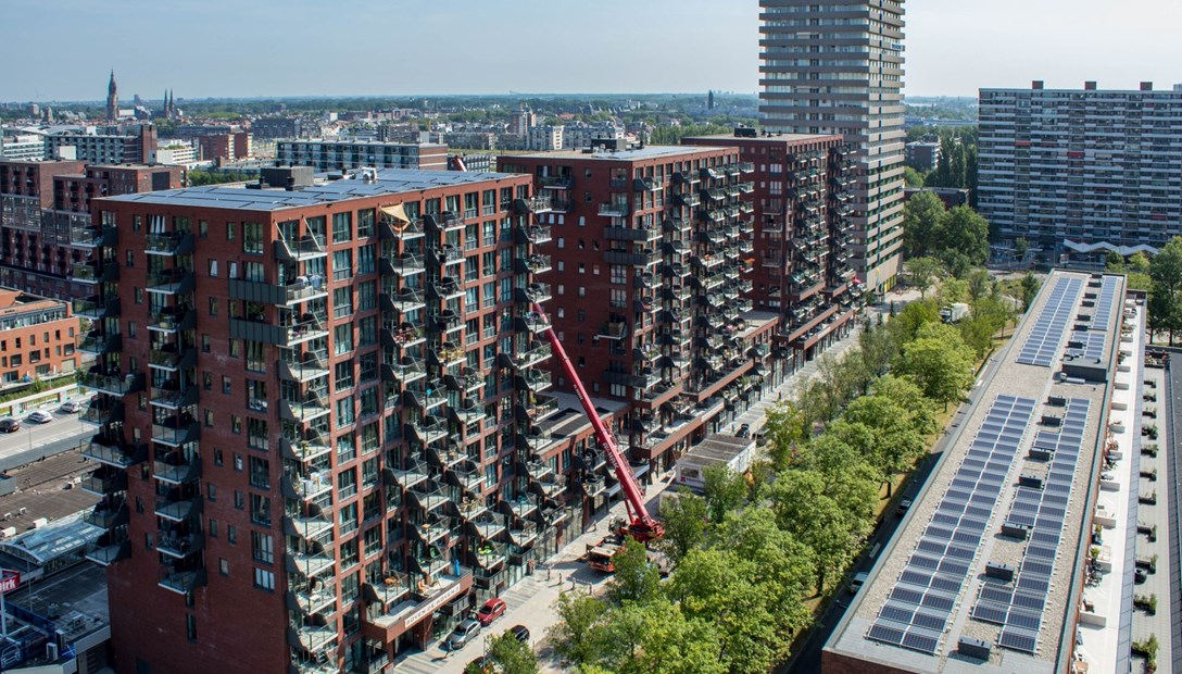 Luchtfoto Wonen Boven de Hoven Delft 3 woontorens met appartementen