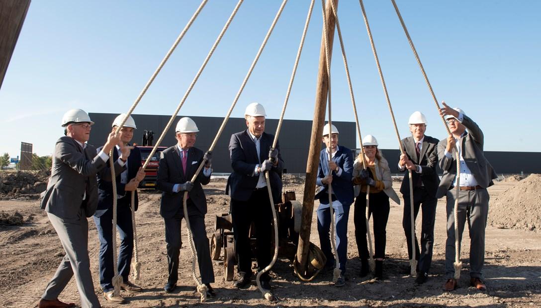 Feestelijk startsein bouw distrbutiecentrum Plieger Amstelveen