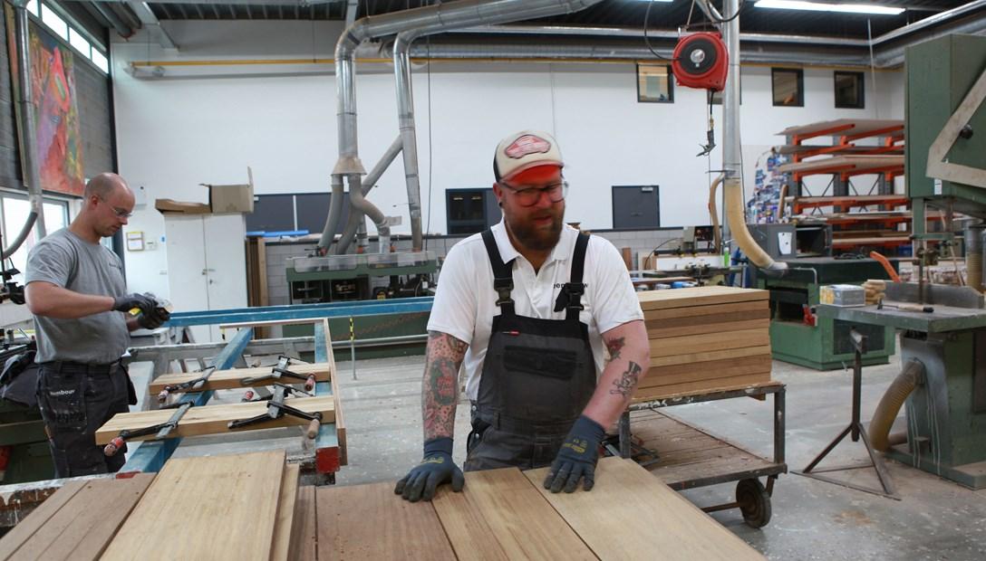 Circulair bouwen traptreden verwerkt tot meubels