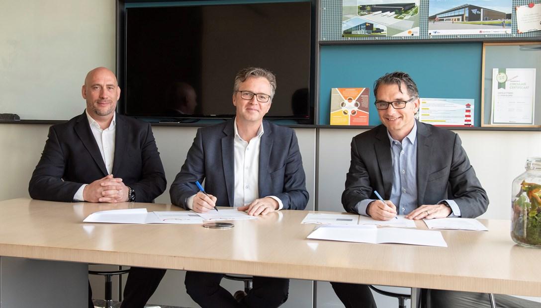 Ondertekening overeenkomst Heembouw Emergo