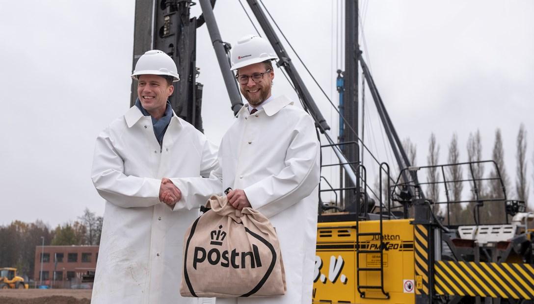 Slaan eerte paal postNL Dordrecht