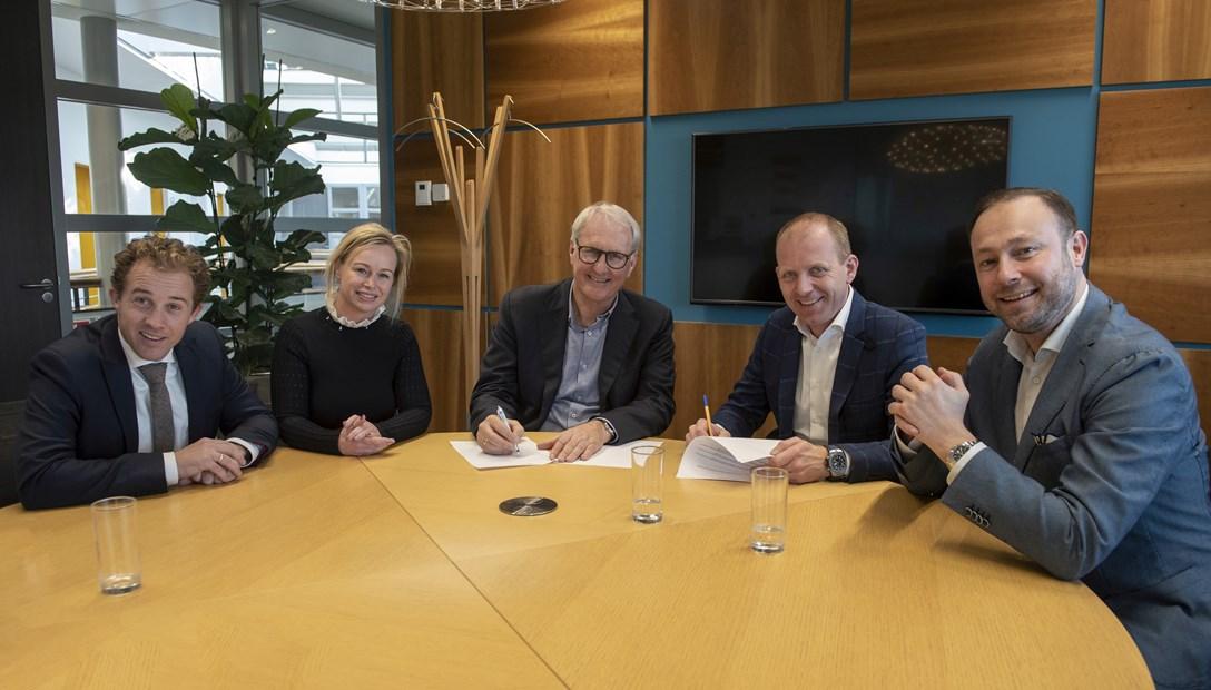 Ondertekening contract samenwerking heembouw en new horizon